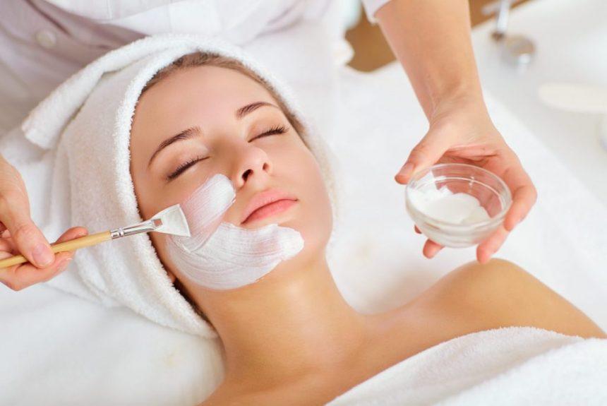 Trois occurrences quotidiennes qui augmentent votre besoin de soin du visage