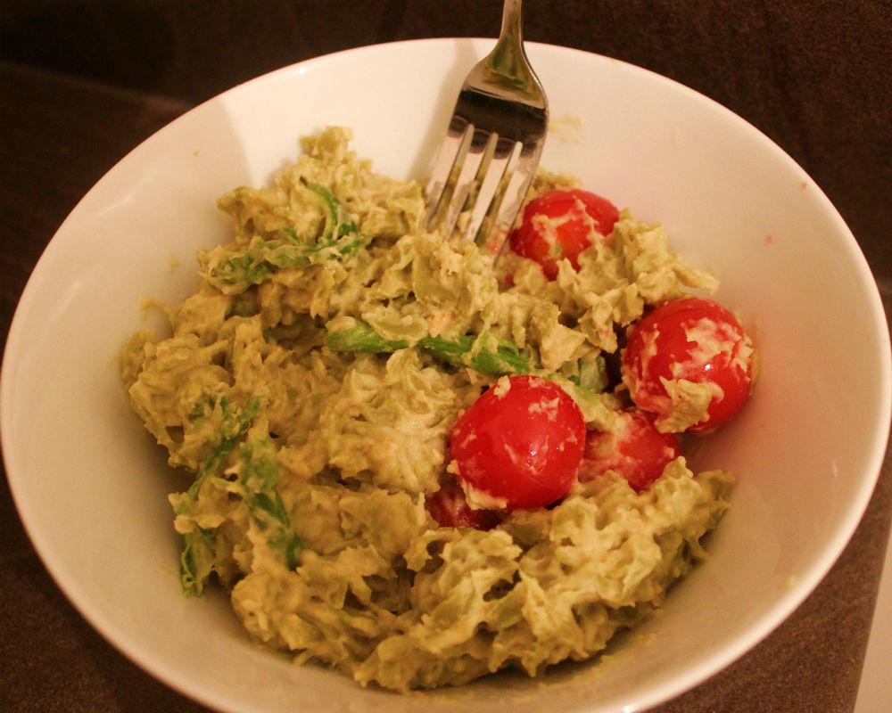 Houmous avec pâtes Fusilli aux pois verts + asperges et tomates