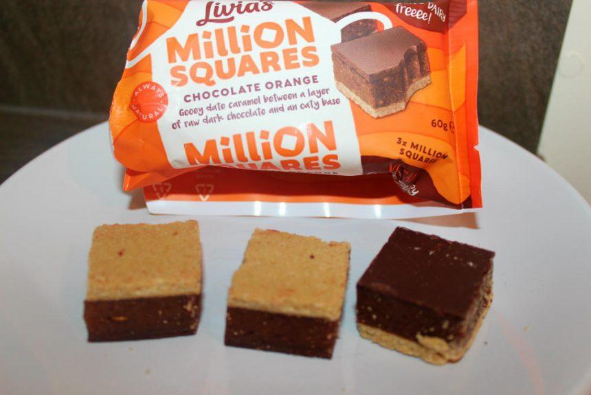 Examen des millions de carrés d'orange au chocolat et à la cuisine de Livia