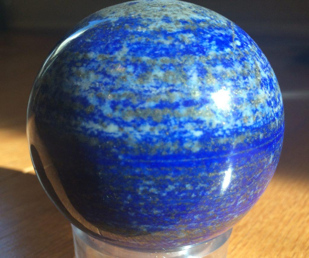 sphère de lapis lazuli