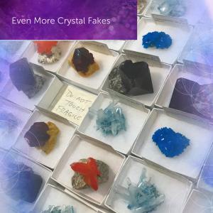 Encore plus de faux cristaux – Hibiscus Moon Crystal Healing Academy