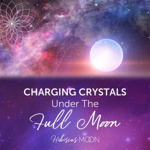 Charger des cristaux sous la pleine lune