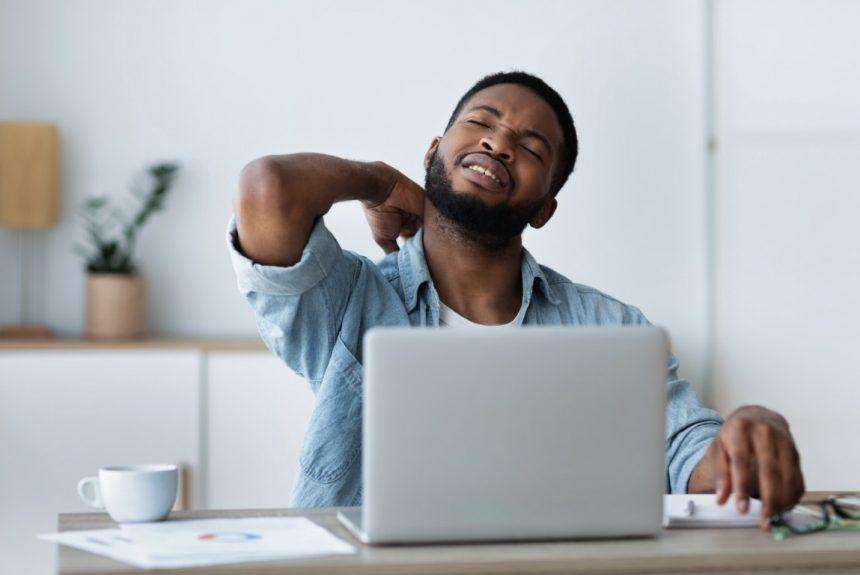5 causes des douleurs cervicales liées à l'utilisation d'un l'ordinateur