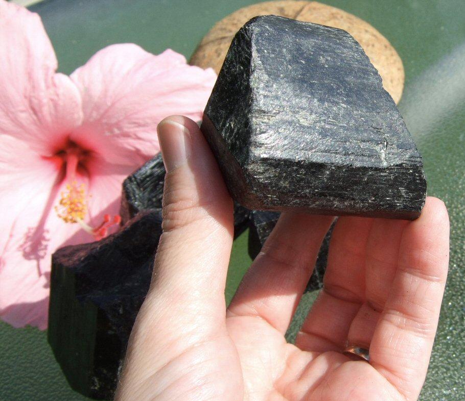 cristal d'énergie négative de tourmaline noire