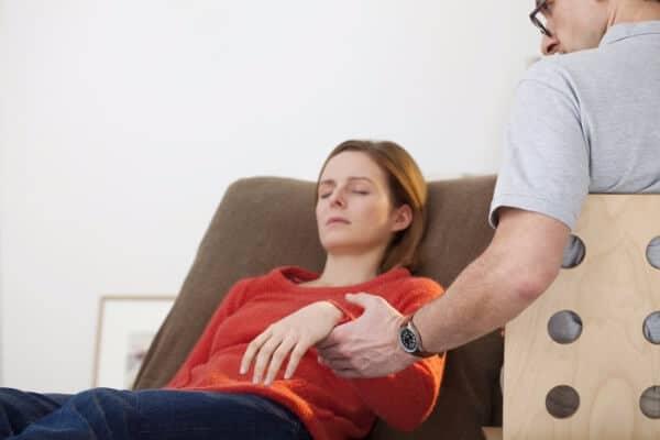 Utilisation d'inductions rapides lors de la séance d'hypnothérapie